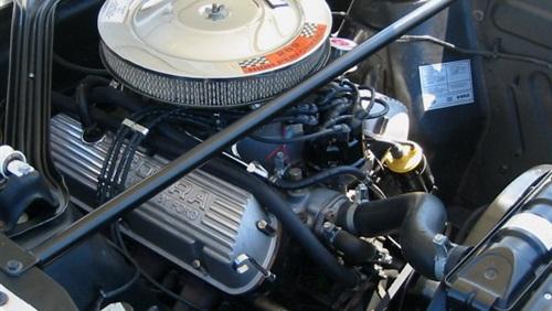 طريقة تنظيف زيت محرك السيارة من الشوائب