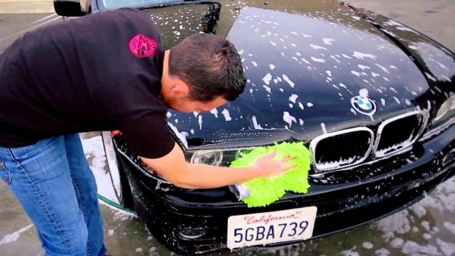 قواعد غسل وتنظيف السيارة
