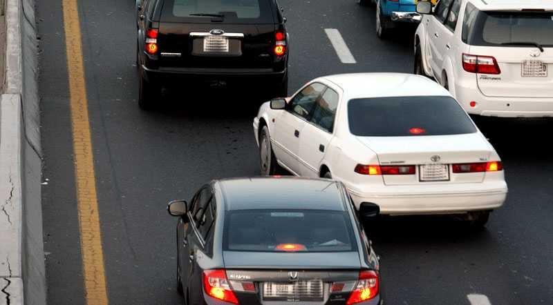أهم 8 أخطاء شائعة يرتكبها المبتدئين في قيادة السيارات