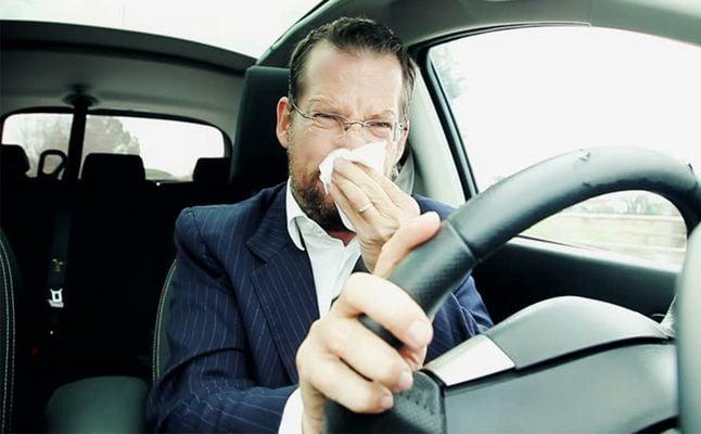 روائح كريهة تشير إلى وجود مشاكل فنية بالسيارة