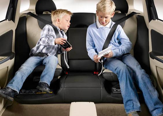كيفية تجهيز مقعد آمن للطفل بالسيارة