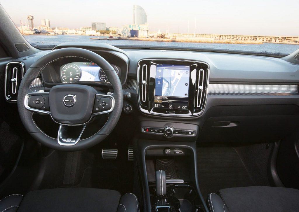 كماليات فولفو XC40 موديل 2018