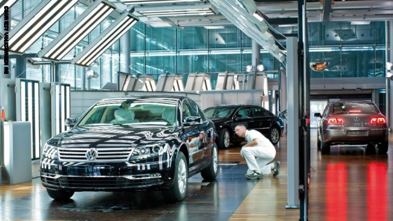 فولكس فاجن تعلّق قرار إنشاء مصنع لها في تركيا.