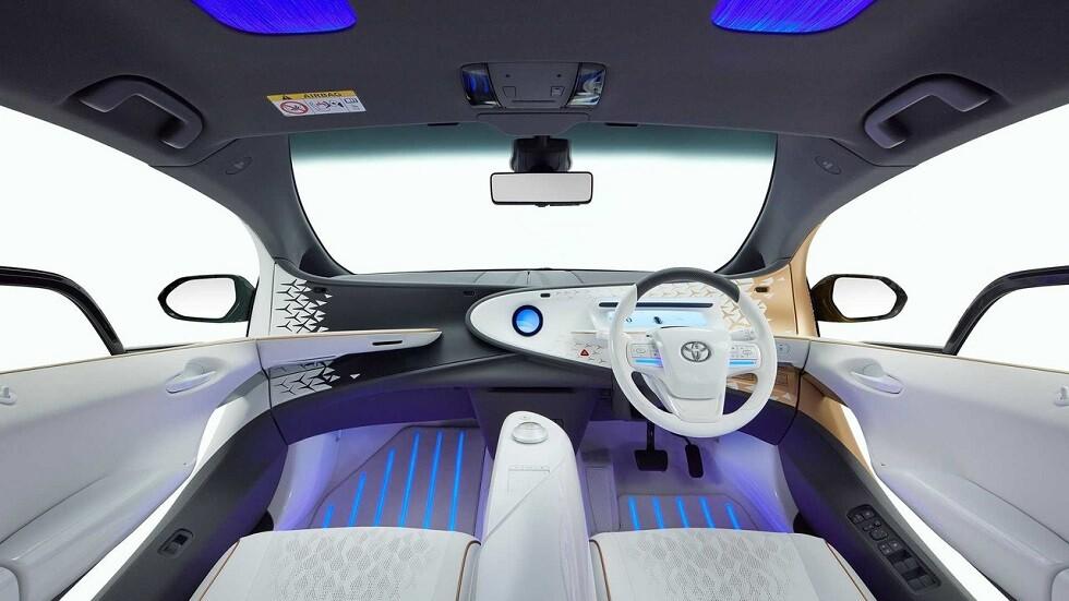 """بسيارة قمة في العصرية والتطور.. """"تويوتا"""" تقتحم عالم السيارات الكهربائية ."""