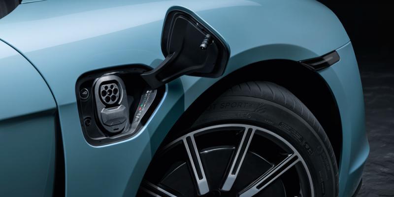 """بمحرك أقوى وسعر أقل .. بورش تكشف عن """"تايكان 4S"""" موديل 2020 – صور."""