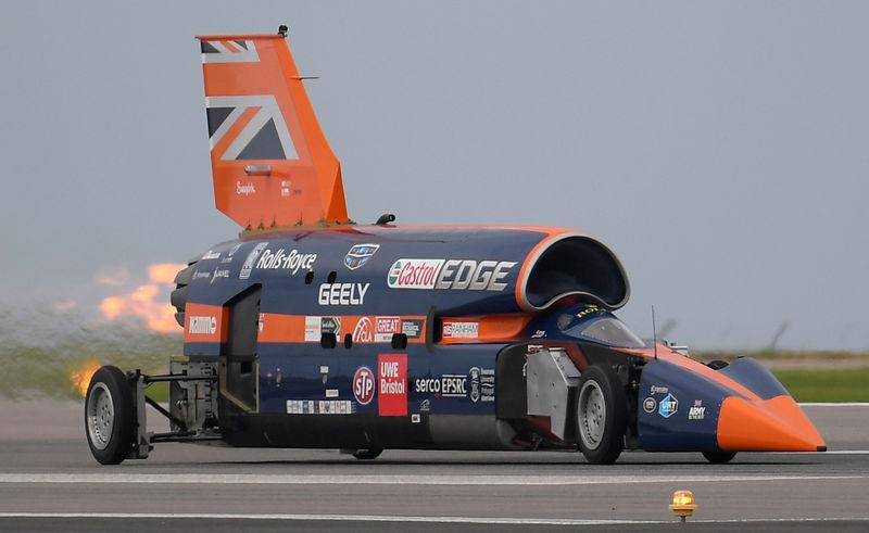 """فيديو - سيارة مزودة بمحرك نفاث من """"رولز رويس"""" تهدف إلى تحطيم سجلات السرعة على الأرض."""