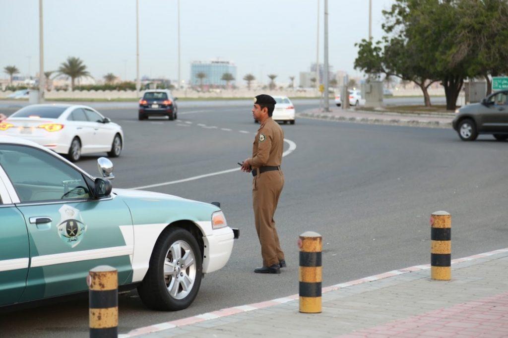 السعودية.. غرامة مالية على قيادة السيارات المخصصة للاقتناء على الطرق .. تعرف عليها .