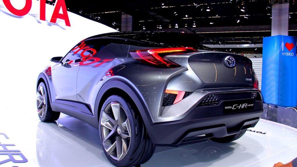 """تويوتا تكشف عن واحدة من أفضل سيارات الـ """"كروس أوفر"""" في الأسواق وأكثرها جاذبية."""