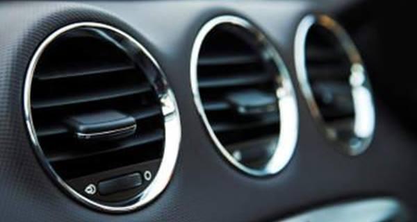 مجموعة من النصائح الصحية عند تشغيل مكيف السيارة.
