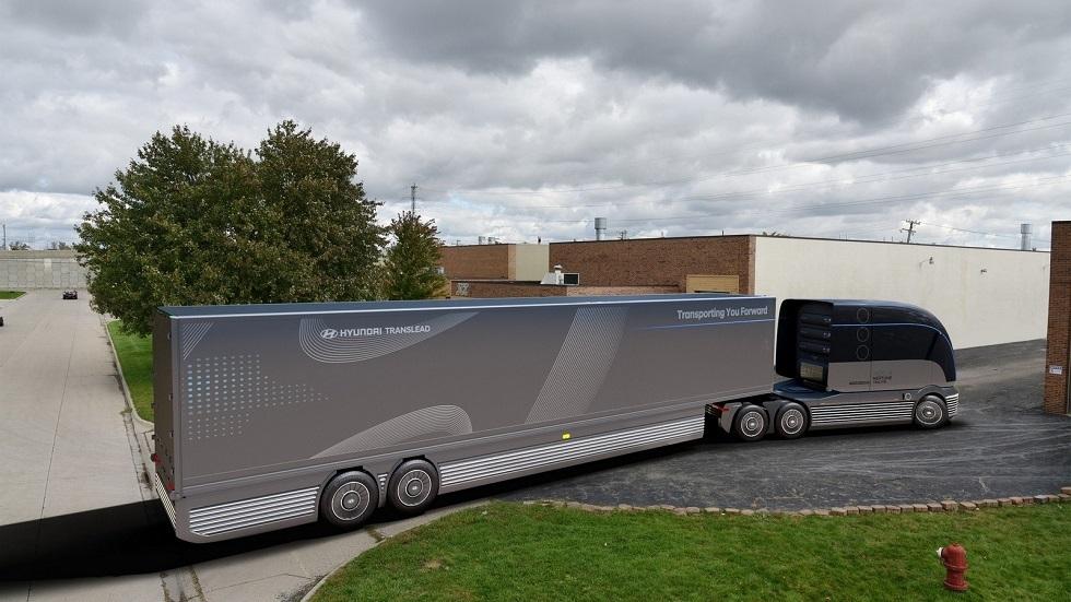 """شاهد """"هيونداي"""" تزيح الستار عن شاحنة هيدروجينية اختبارية نحو المستقبل."""
