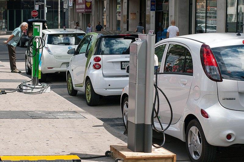 بين الطموحات والعقبات.. أسباب تعيق انتشار السيارات الكهربائية.