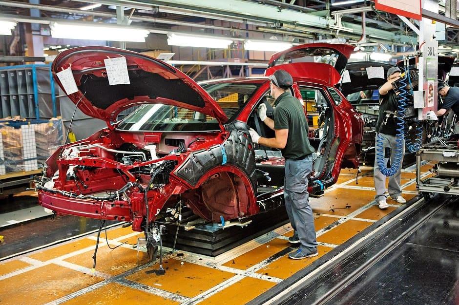 قطاع إنتاج السيارات في بريطانيا يشهد تراجعاً بمقدار %4خلال الشهر الماضي.
