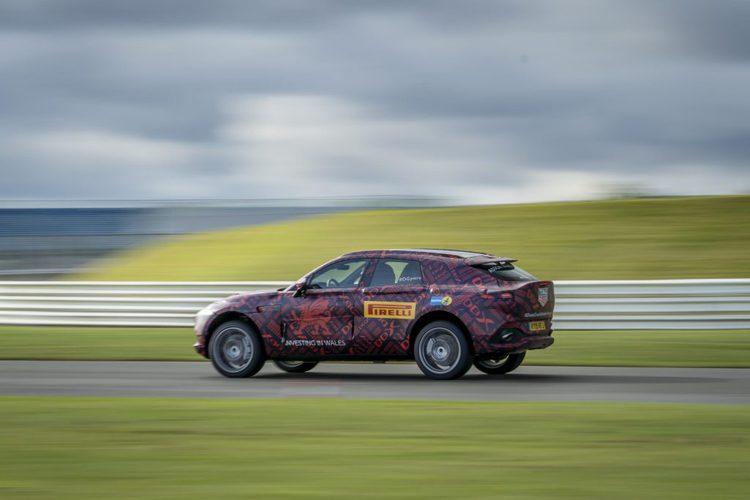 """""""أستون مارتن""""تزيح الستارعن واحدة من أكثر السيارات أناقة ورفاهية – فيديو."""