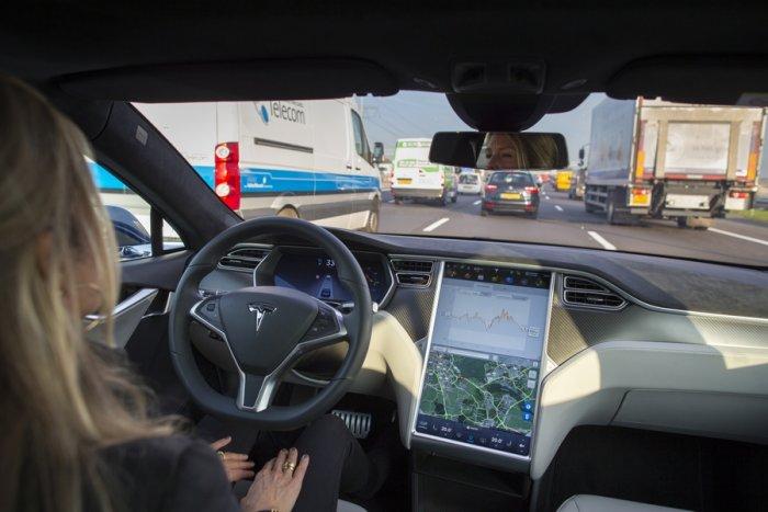 """""""زد إف"""" الألمانية تطرح نظام قيادة آلي يمكن تركيبه بالسيارات الرخيصة"""
