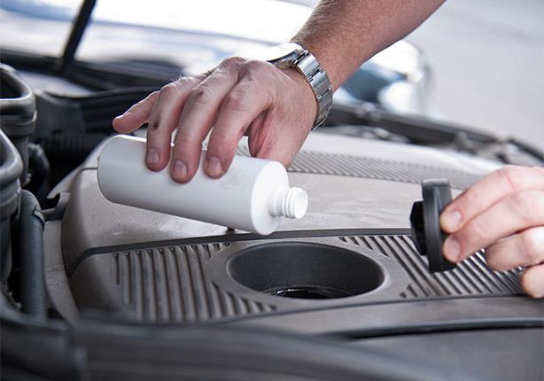 معلومات يجب معرفتها عن زيت المحرك لحماية سيارتك من الأعطال