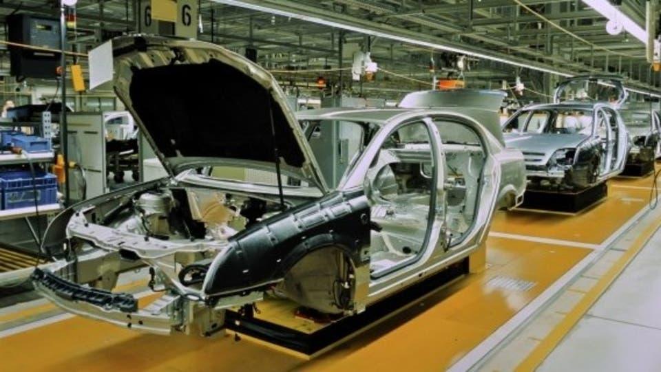 فايروس كورونا يُصيب عالم السيارات.