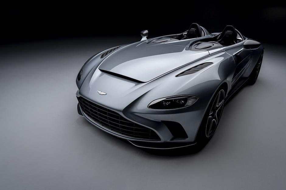 بالصور استون مارتن V12 سبيدستر 2021