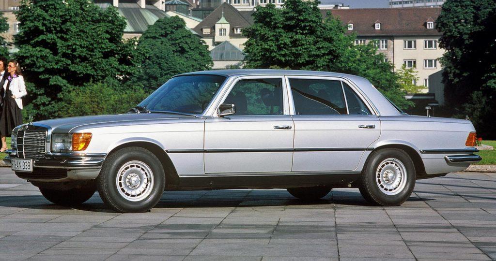 مرسيدس بنز 450 أس إي أل 6.9 – أيقونة سيارات السيدان الفاخرة ذات الأداء العالي