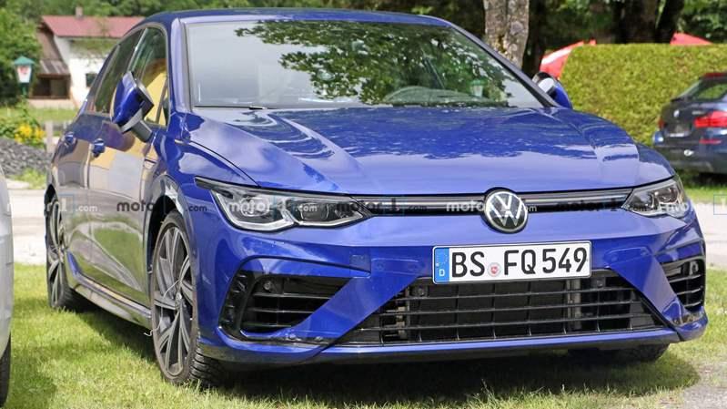 """فولكس فاجن تكشف عن  """"Golf R"""" الجديدة بنظام الدفع الرباعي"""