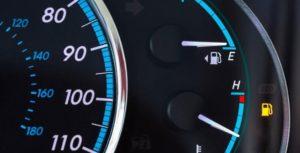 إليك بعض النصائح لقيادة السيارة في حال نفاذ الوقود منها
