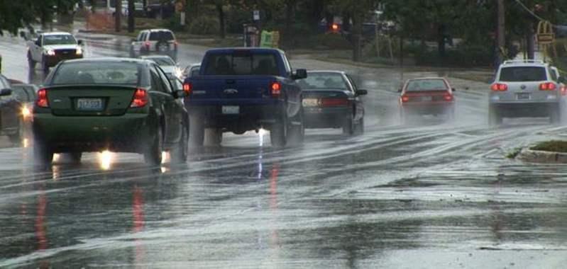 10 نصائح للقيادة الآمنة تحت الأمطار