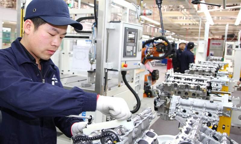تعاون بين مرسيدس وجيلي لتطوير محركات البنزين في الصين