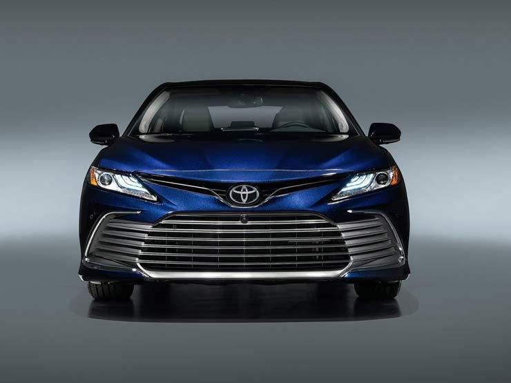 تويوتا تقدم Camry الجديدة بتصميم جريء
