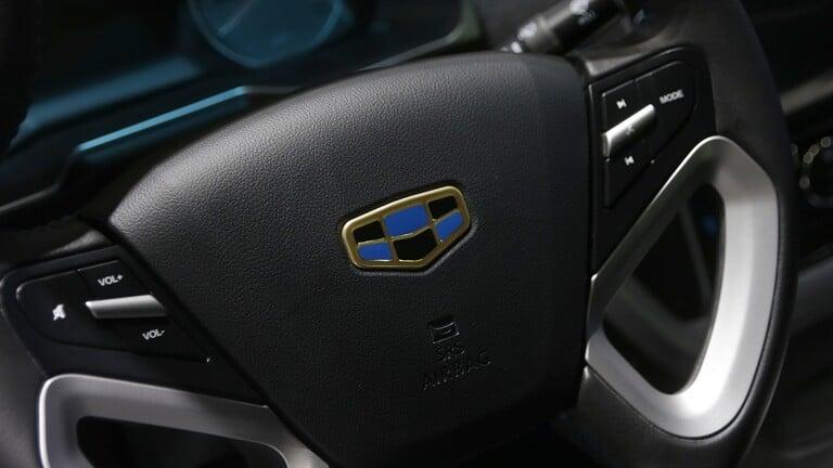 الصينية Geely تستعد لإطلاق سيارتها رباعية الدفع