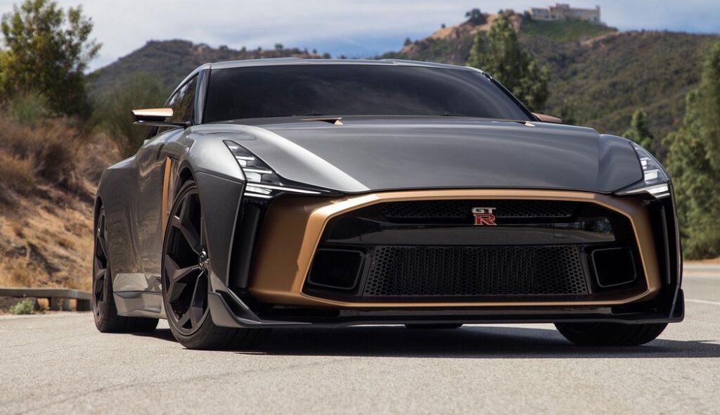 سيارة جي تي ار 2021