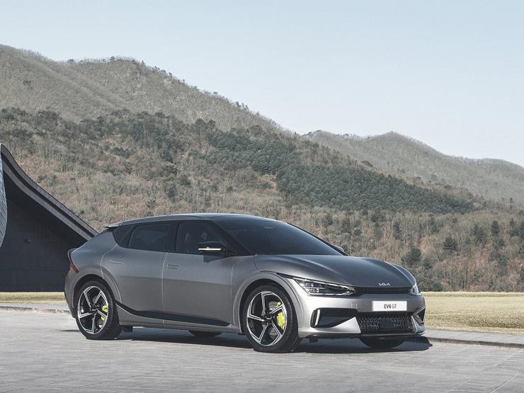 كيا تكشف عن أول إنتاجها من السيارات الكهربائية